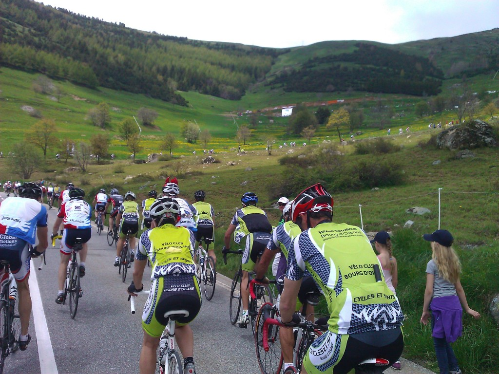 There were a string of cyclists all the way up Alpe d'Huez, all day!